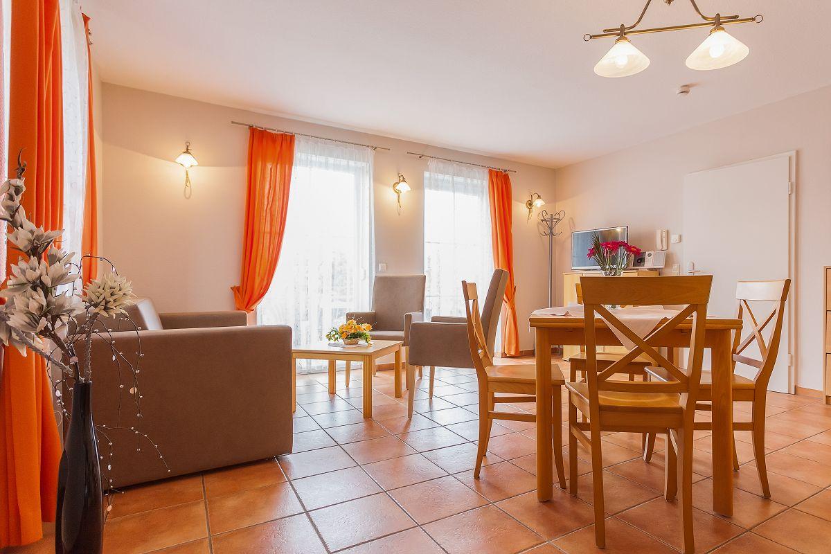 Ferienwohnung 1,2,4,7,8 Küche Wohnbereich