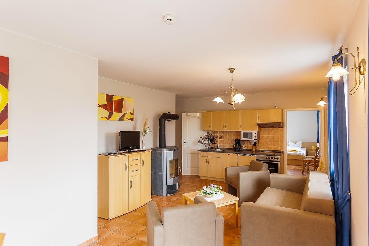 Ferienwohnung 3, 6 Wohnzimmer Küche